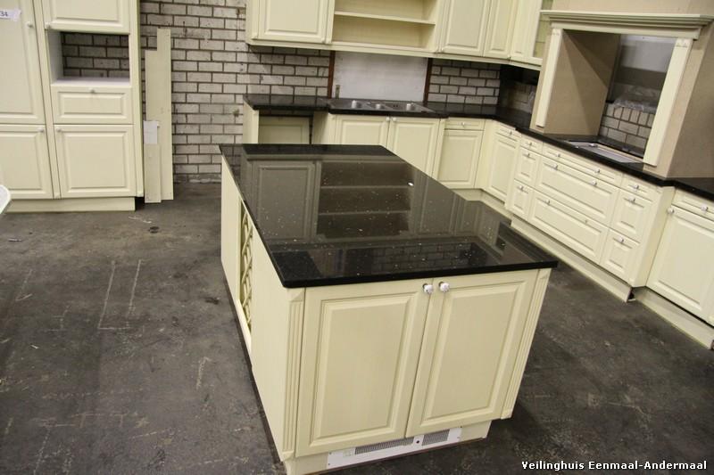Witte landelijke keuken met kookeiland   artikelnummer 3282   elke ...